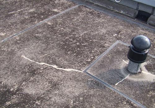 防水保護コンクリートのひび割れ
